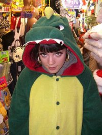 lilly allen in kigu croc
