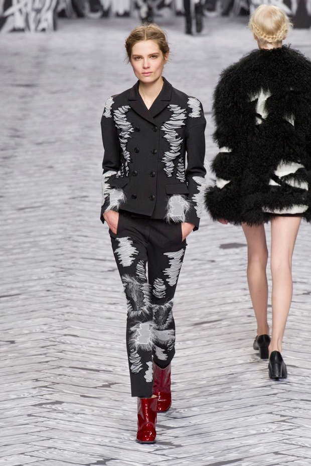 viktor-torn suit