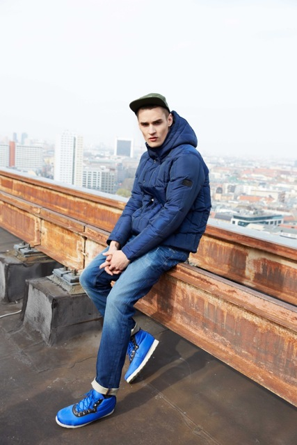 BENCH_AW_13_7_ROOF_1064