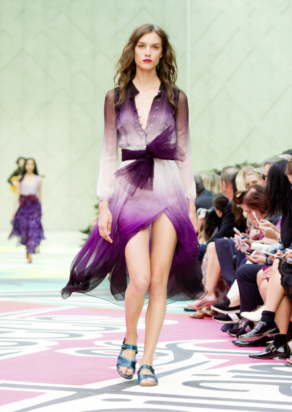 Burberry Fashion Show Spring Summer 2015 Live glided down the catwalk in