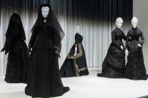 Death-Becomes-Her-The-Met-The-Upcoming