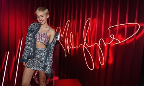 miley-cyrus-mac-cosmetics
