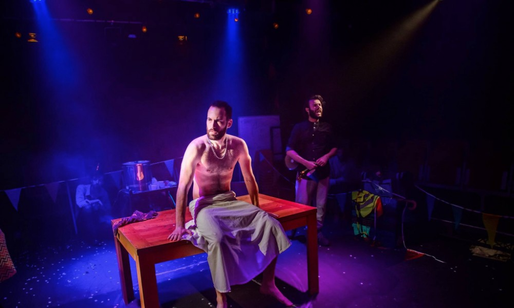 caucasion chalk circle The caucasian chalk circle: synopsis the caucasian chalk circle tells a parable that ex-plores what happens when the law conflicts with justice.