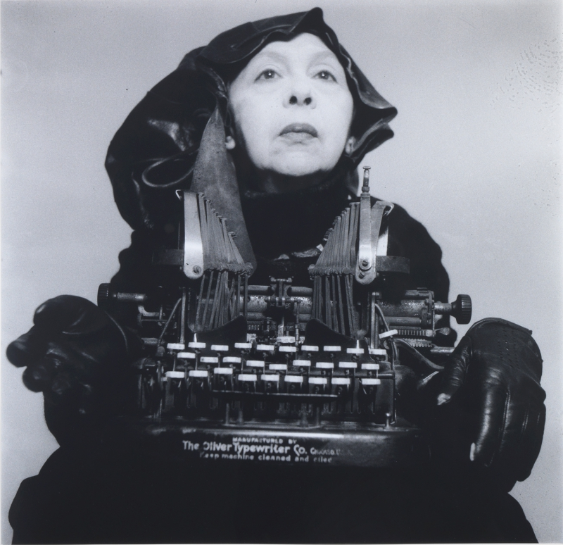 WEB01_Lady-Oliver-in-her-travelling-costume_800_774_c1